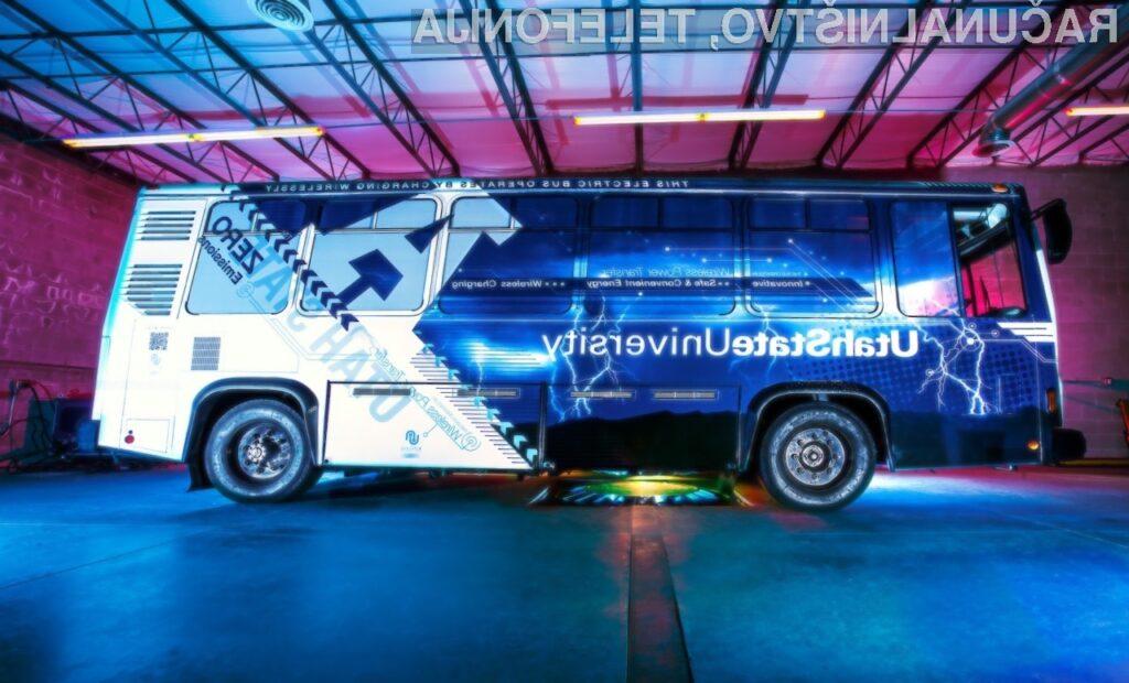 Avtobus Aggie svoje baterije polni s pomočjo posebnih polnilnih plošč.