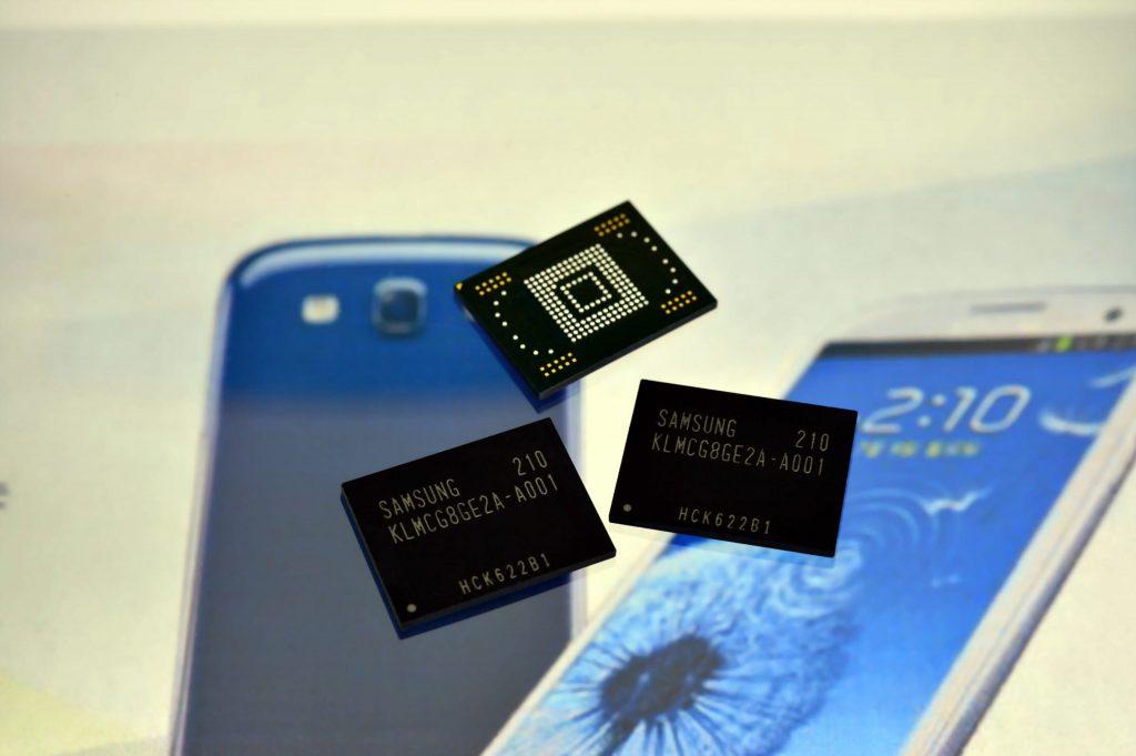 Sodobni pametni telefoni so opremljeni z najrazličnejšimi pomnilnimi moduli.