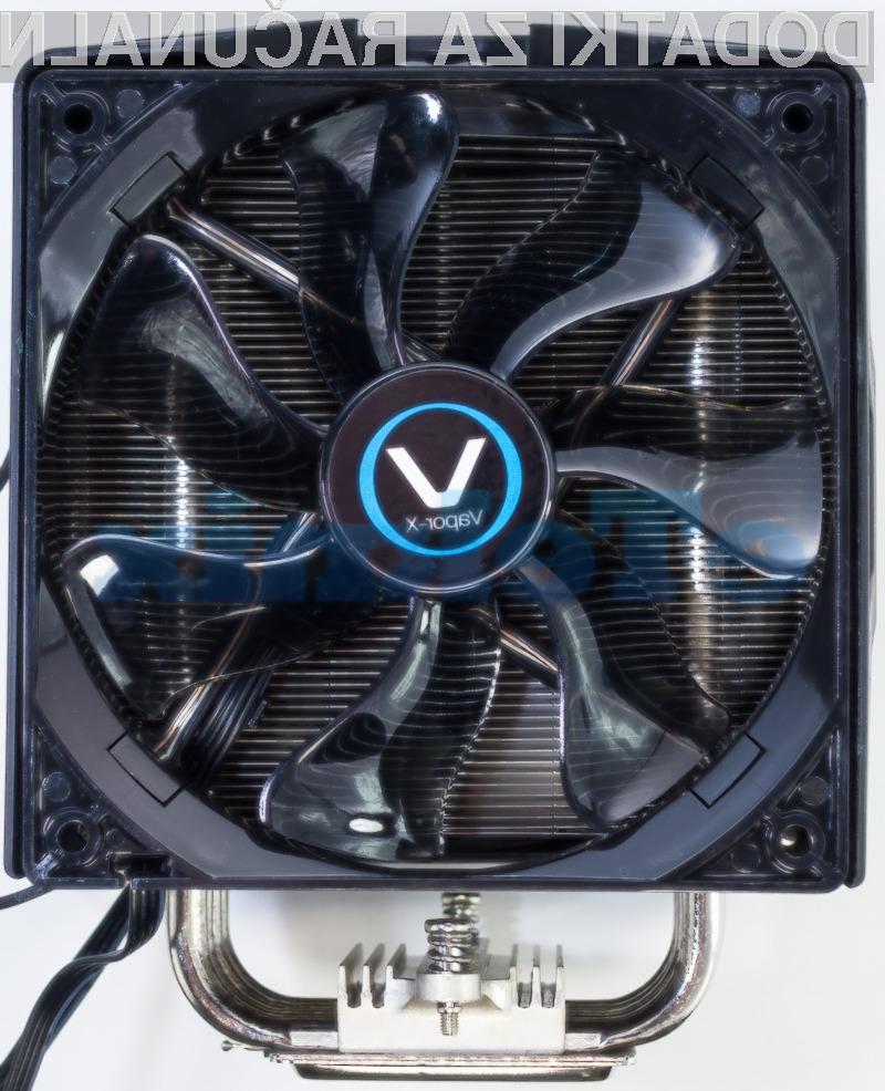 Hladilnik Vapor-X se lahko pohvali kar z dvema ventilatorjema, čigar vrtenje lahko kontroliramo preko PWM kontrolnika.