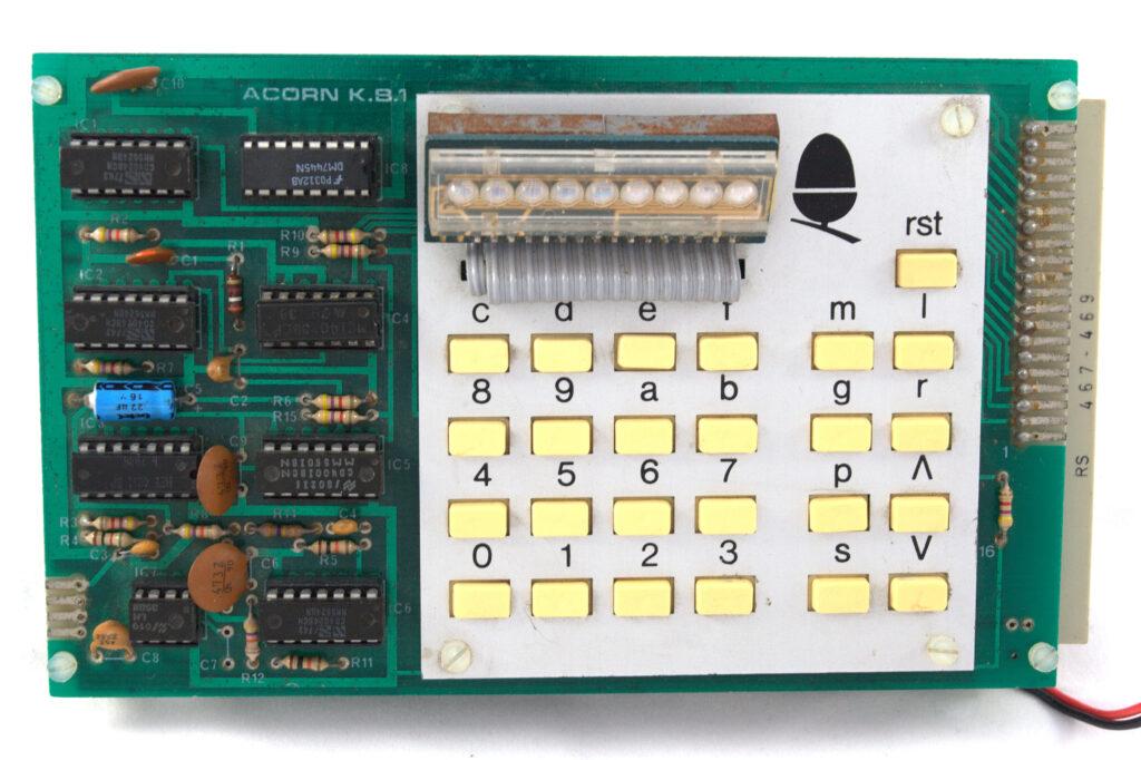 8-bitni računalnik, ki ga je marca leta 1979 razvila Sophie Wilson