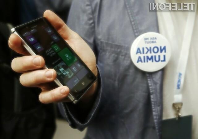 Nokia je v novem reklamnem oglasu več pozornosti namenila blatenju konkurence, kot pa predstavitvi vseh prednosti mobilnika Lumia 925.