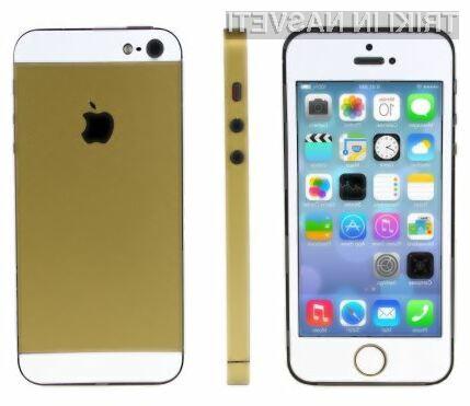 Za preobrazbo mobilnika iPhone 5 v zlati iPhone 5S potrebujemo le nekaj potrpljenja in posebne nalepke podjetja MobileFun.