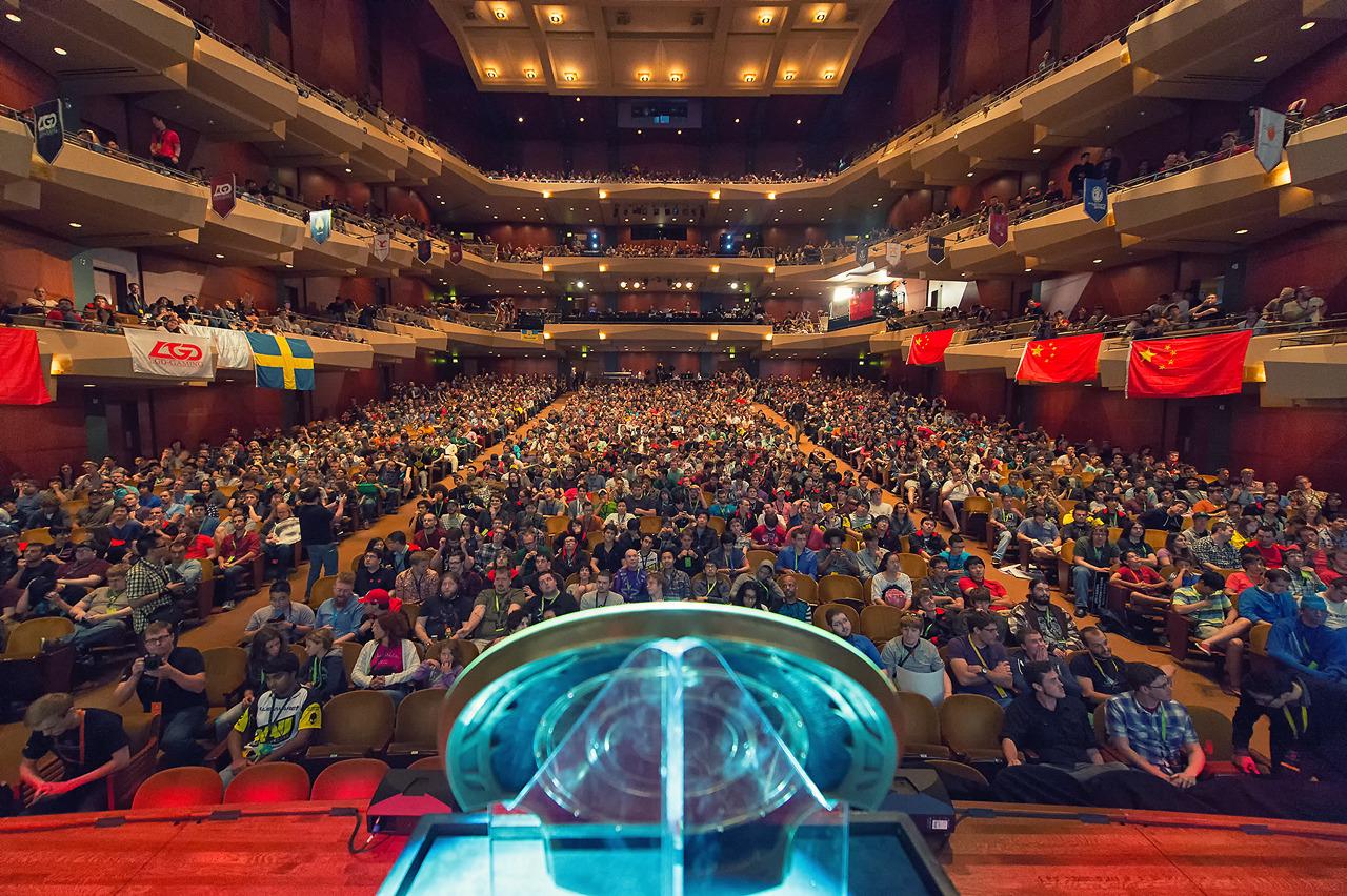 ta 2 International 2013 je poleg milijonov gledalcev preko interneta zapolnil 500 sedežev dvorane Benaroya Hall.