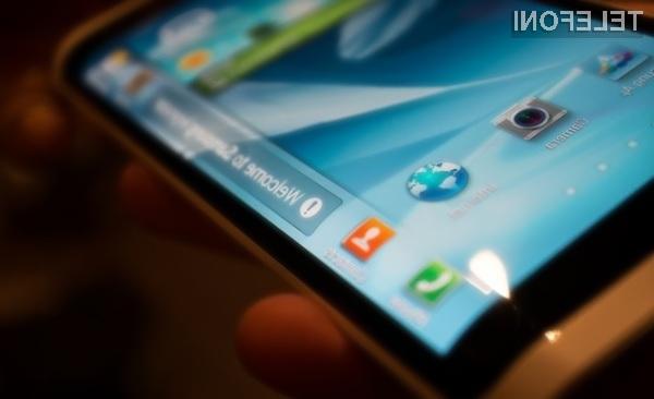 Samsungov mobilnik z dvema »dodatnima« zaslonoma bo naprodaj v drugi polovici naslednjega leta.
