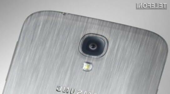 Kovinska različica pametnega mobilnega telefona Samsung Galaxy S5 naj bi bila nadvse odporna pred padci in udarci.
