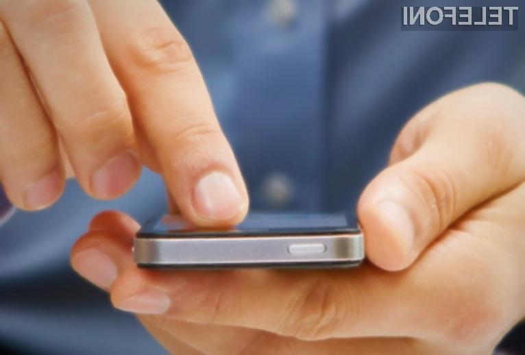 Uporabniki Applovih pametnih mobilnih telefonov naj bi bili pametnejši od tistih, ki prisegajo na Android.