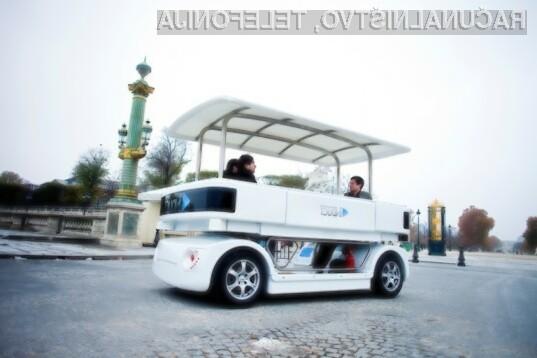 Navia vozi brez voznika s hitrostjo do 20 km/h.