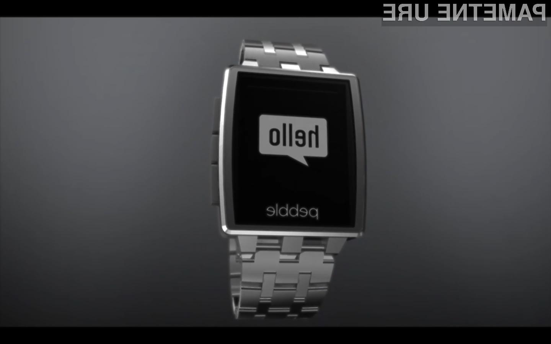 Namesto plastičnega ohišja vas bo novi Pebble Steel razvajal s kovino in steklom.