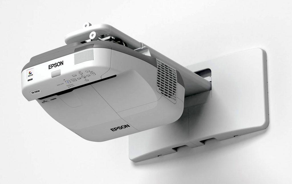 EB-5 serija prinaša odlične nove lastnosti skupaj z Epsonovo priznano svetlostjo in zanesljivostjo.