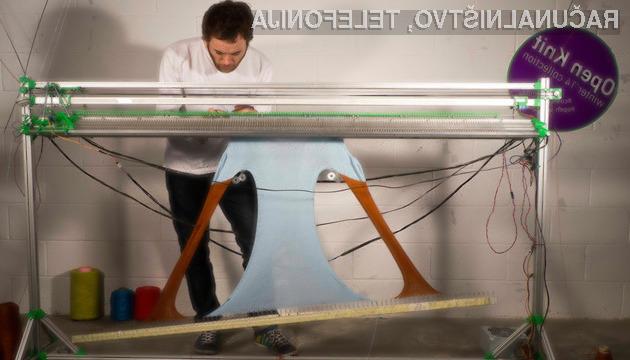 Nizkocenovni odprtokodni tiskalnik oblačil OpenKnit za pripravo običajnega puloverja potrebuje le okoli eno uro.