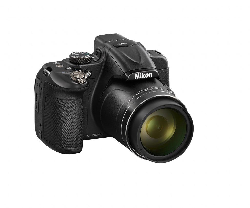 Nikonova super zoomerja