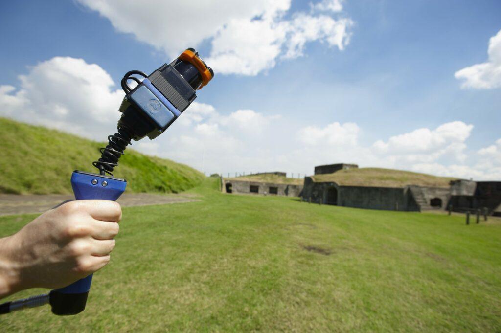 Laserski 3D-skener Zebedee preiskovalcem omogoča hitro, enostavno in natančno skeniranje zahtevnejših področij.
