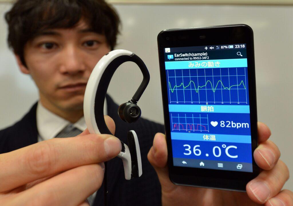 Ta miniaturni računalniški sistem raziskovalcev z Univerze Hiroshima City je mogoče upravljati kar z obrazno mimiko!