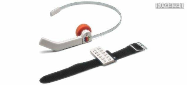 Prvi prototip Applove »pametne« ročne ure je bil opremljen zgolj s tipkami in ga je bilo mogoče povezati z brezžičnimi slušalkami.