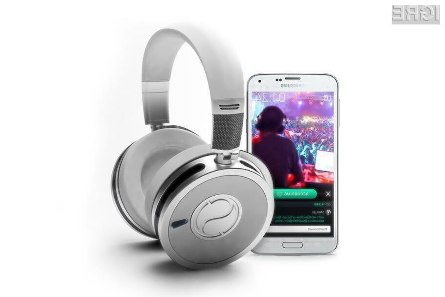 Brezžične slušalke Soundsight so opremljene s kakovostno spletno kamero ločljivosti pet milijonov točk in kar šestimi mikrofoni.