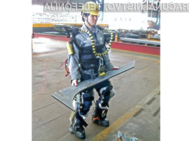 Z večopravilno robotsko obleko podjetja Daewoo bo posameznik lahko dvigoval in prenašal tovor teže do 100 kilogramov.