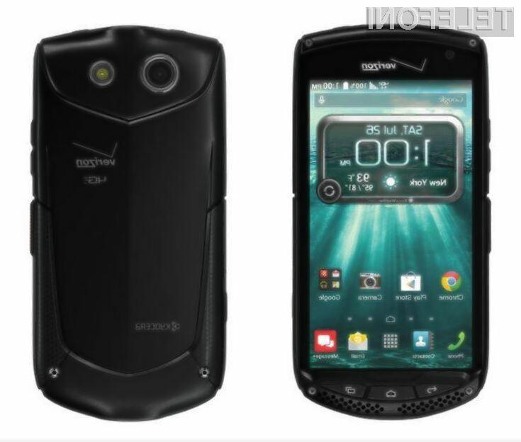 Pametni mobilni telefon Kyocera Brigadier bo brez težav prenesel tudi najhujše udarce in padce.