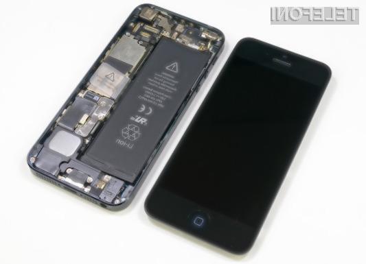 Apple bo baterijo mobilnika iPhone 5 z napako brezplačno zamenjal, če od nakupa mobilne naprave še nista minili dve leti oziroma do 1. marca 2015.