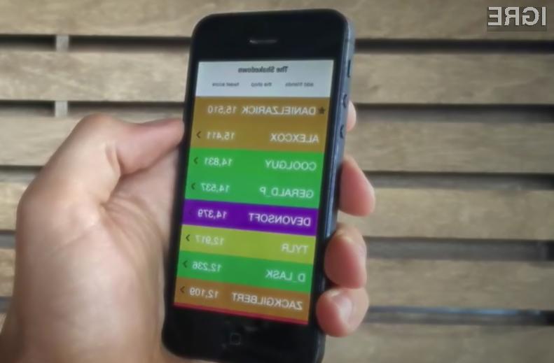 Igra »The Shakedown« je sila preprosta, saj hitreje kot stresamo mobilno napravo hitreje krademo točke nasprotnikom.