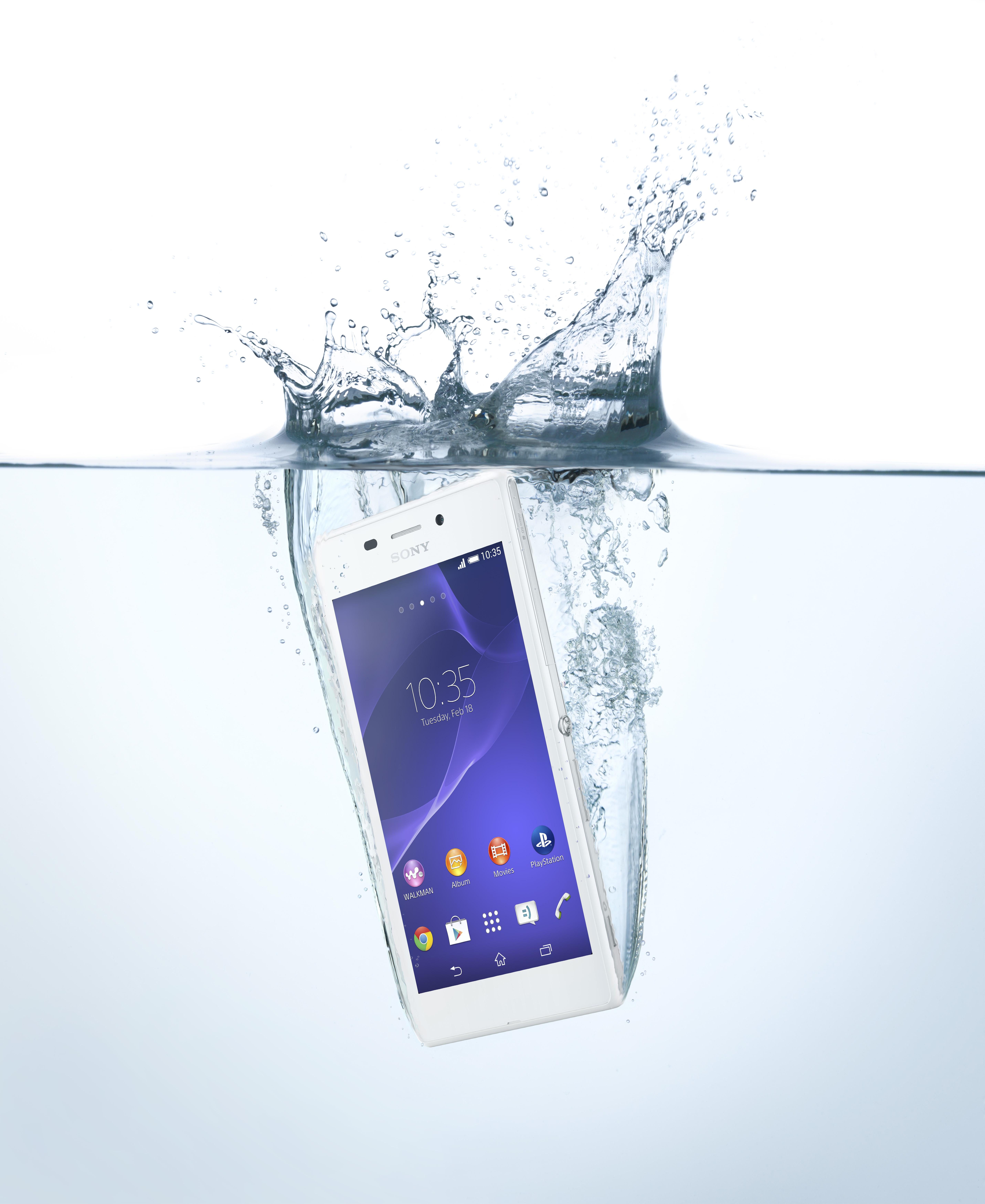 S Sony Sony Xperia M2 Aqua prihaja vodoodpornost v srednji razred pametnih telefonov.