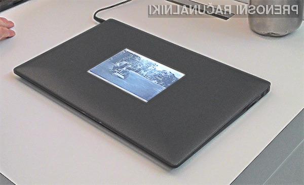 Z dodatnim zaslonom na osnovi elektronskega črnila so vse ključne informacije vedno na dosegu roke.