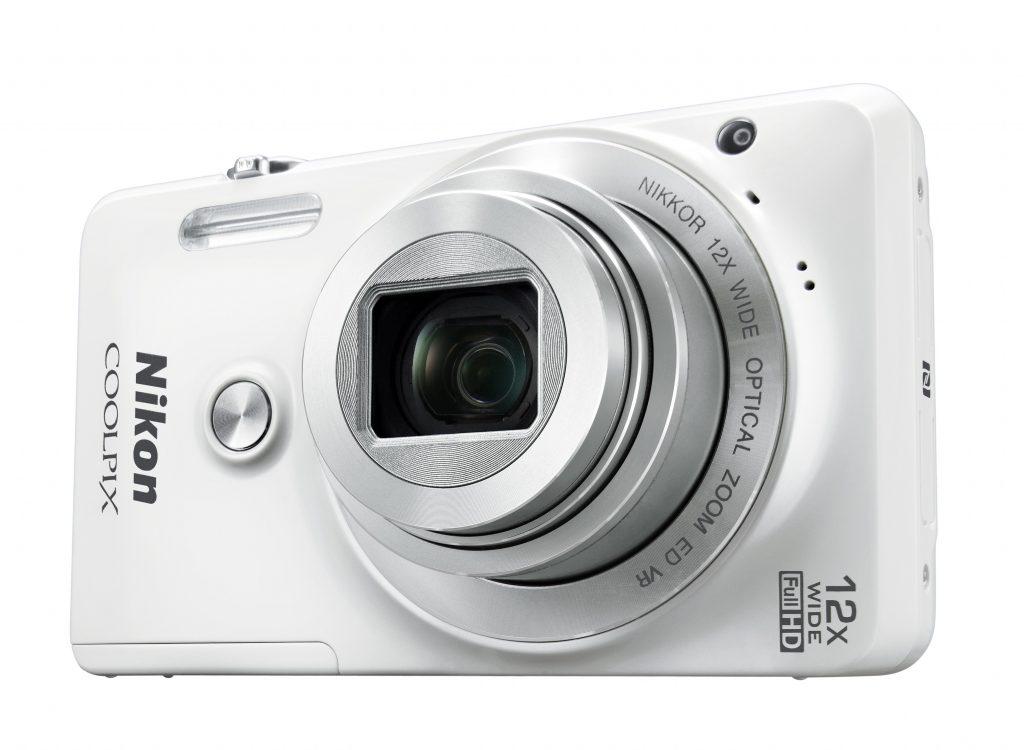 Nikon S6900 »S« kot selfie