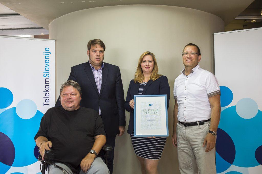Telekom Slovenije invalidskim in humanitarnim organizacijam podaril pohištvo in pisarniško opremo