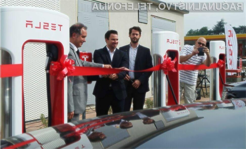 Supermoderno polnilno postajo za električne avtomobile Tesla Motors naj bi kmalu dobili tudi v Sloveniji!