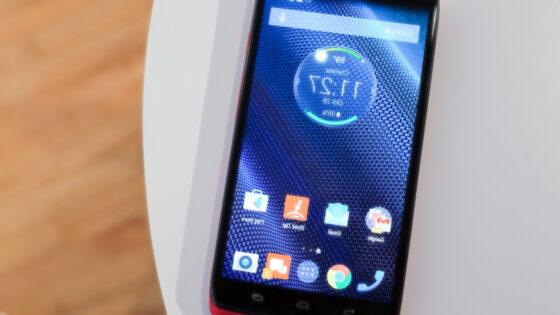 Pametni mobilni telefon Motorola Droid Turbo bo zlahka prepričal tiste, ki mobilnik uporabljajo na vsakem koraku.