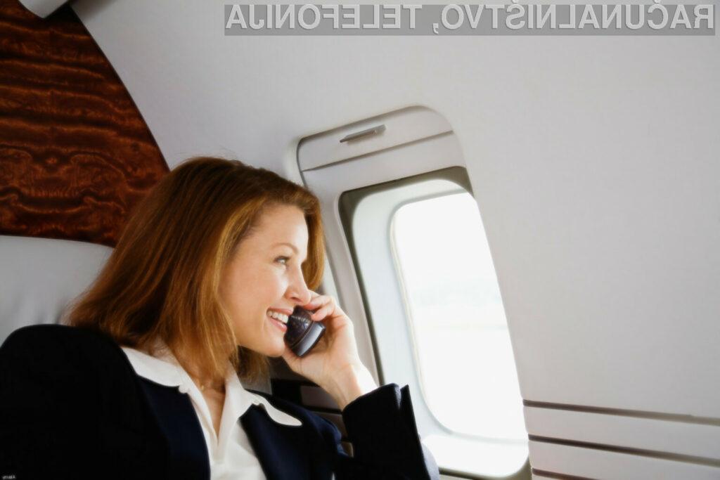 Zaradi umaknitve prepovedi na mobilna naprave mnogi potniki niso več pozorni na varnostna navodila letalskega osebja!