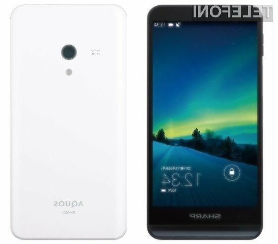 Pametni mobilni telefon Sharp Aquos SH-M01 je kljub kompaktnem ohišju opremljen z nadvse zmogljivo strojno opremo.