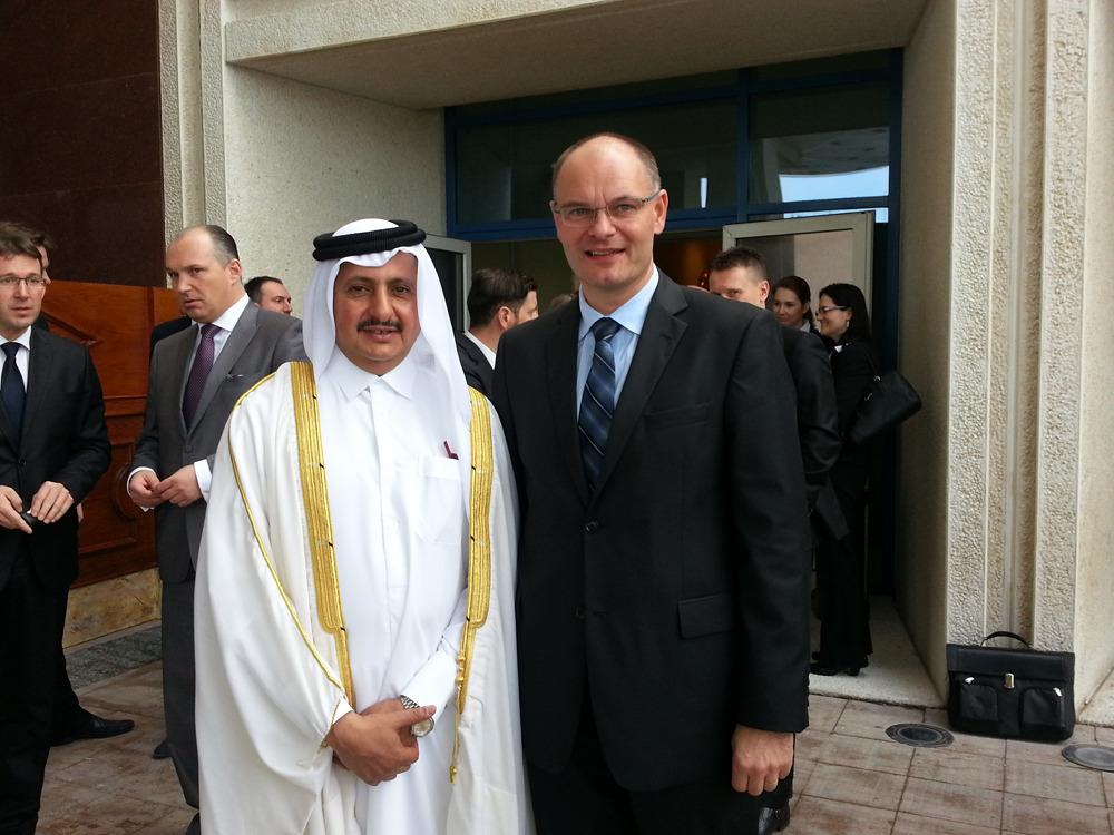 Marko Valjavec, Halcomov glavni izvršni direktor in Sheikh Khalifa Bin Jassim Bin Mohammed Al Thani, predsednik katarske Gospodarske in industrijske zbornice.