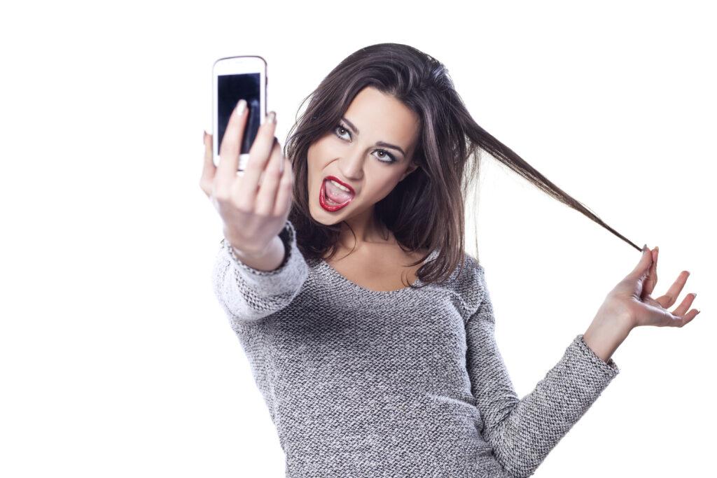 Ljubitelji selfiejev imajo simptome primerljive s psihopati ali narcisti!