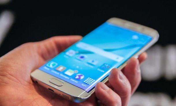 Je končno konec dirke za največji pametni telefon?