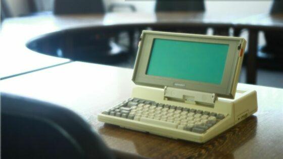 Prenosni računalnik Toshiba T1100 je bil za tiste čase relativno zmogljiva naprava!