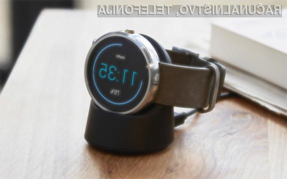 Pametne ročne ure Android Wear bo kmalu mogoče uporabljati tudi v navezi z mobilniki iPhone.