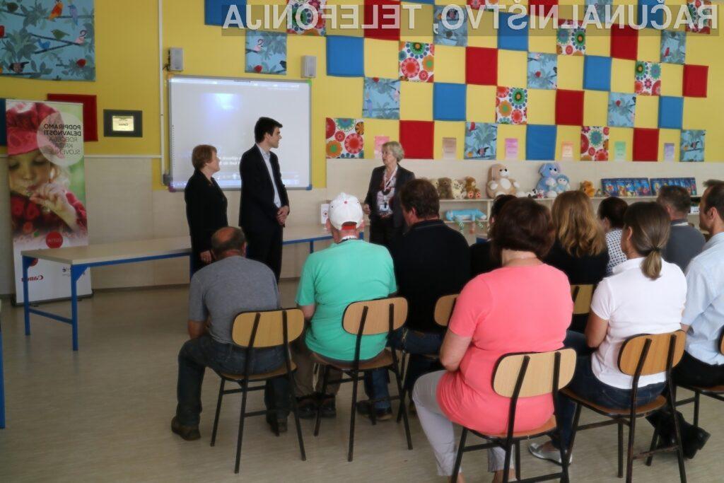 Canon tudi letos del sredstev od prodaje namenil mladinskim dejavnostim Rdečega križa Slovenije