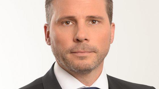 Gregor Potočar, direktor prodaje v Microsoftu Slovenija pravi, da bodo s storitvijo Business Productivity Specialist podjetjem povrnili 38 odstotkov delovnega časa, ki ga izgubimo zaradi podvajanja dela.