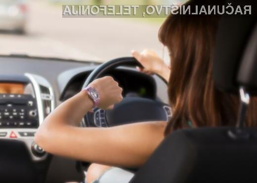 Prometna varnost naj bi se s pametnimi ročnimi urami le še poslabšala!