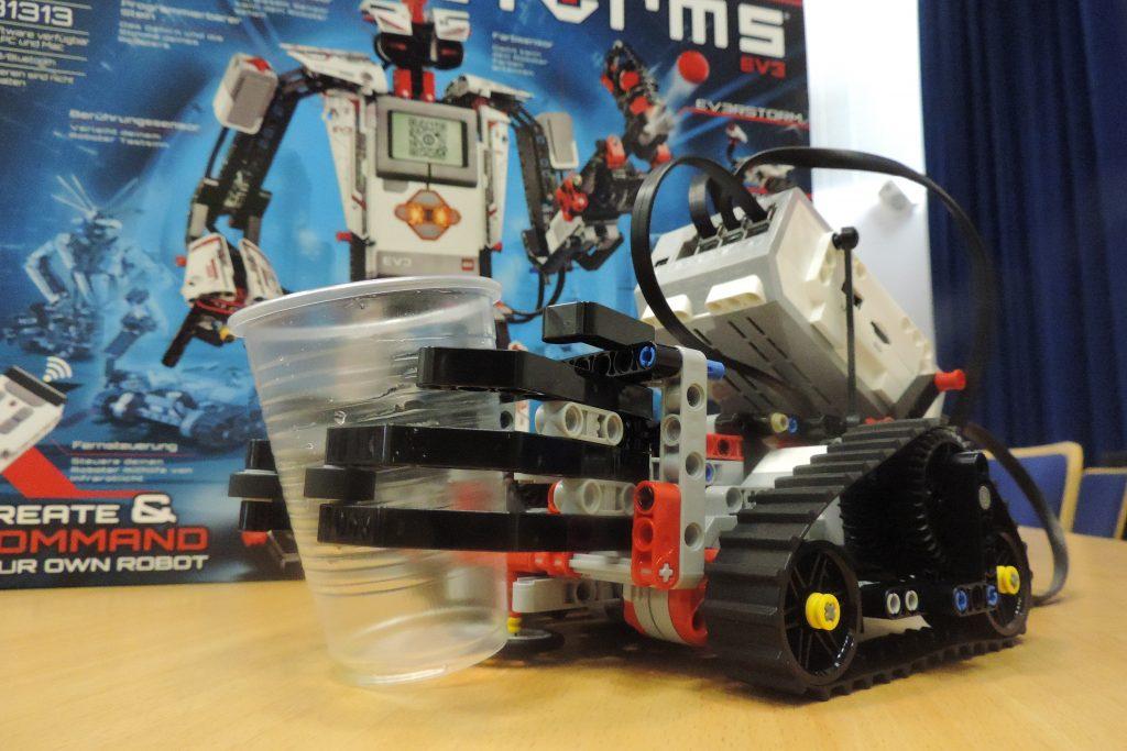 EdIT Maribor: Z roboti Lego in s spletnimi tehnologijami do uporabne poslovne logike
