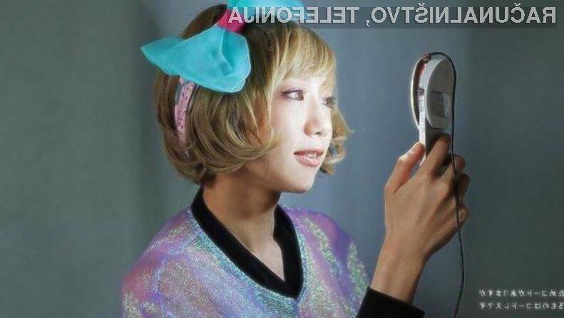 Nepogrešljiv pripomoček za ljubitelje selfijev Kira je sila enostaven za uporabo.