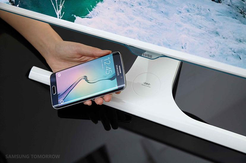 Samsung SE370: Prvi zaslon za brezžično polnjenje!