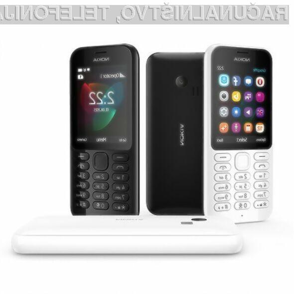 Mobilni telefon Nokia 222 je opremljen tudi s klasičnimi aplikacijami, kot so Facebook, Twitter in GroupMe.