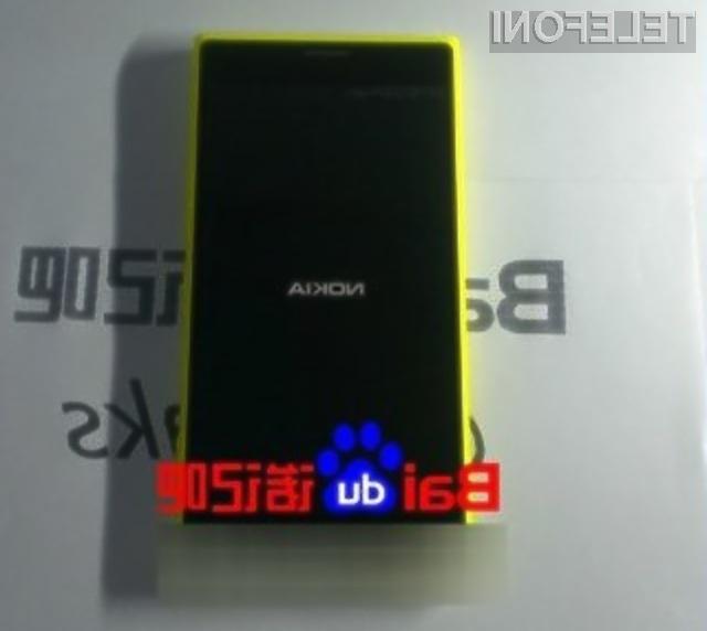 Pametni mobilni telefon Microsoft Lumia S810 naj bi bil naprodaj že novembra.