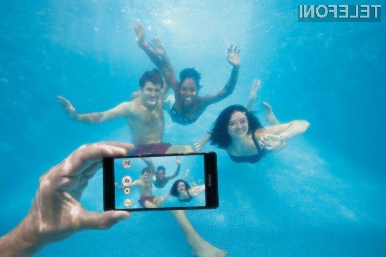 Uporaba vodoodpornega mobilnika Sony v vodi se lahko konča z okvarjeno napravo!
