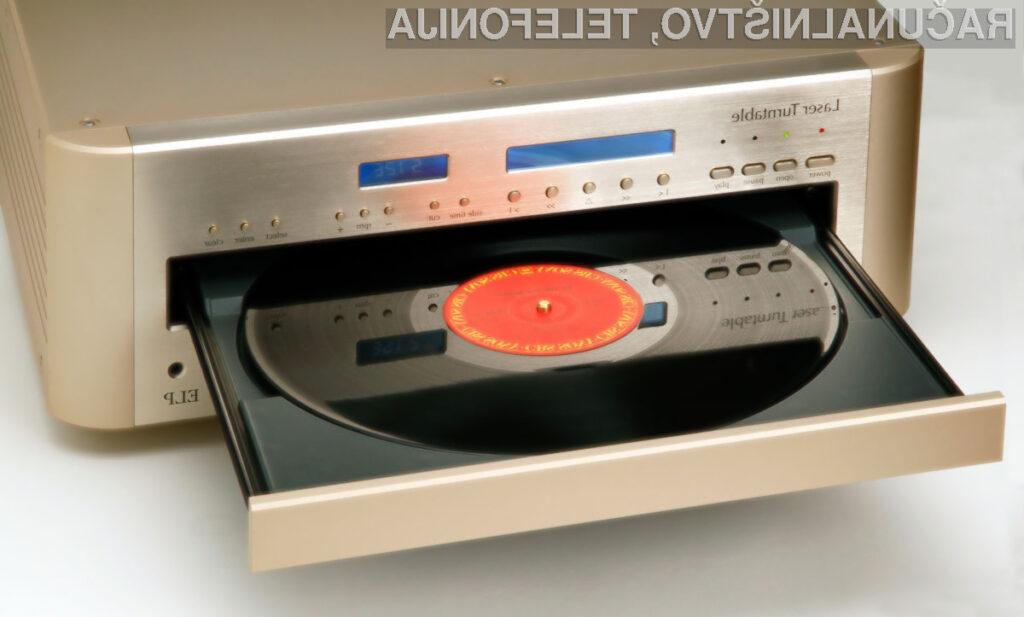 Novodoben predvajalnik gramofonskih plošč ELP Laser Turntable delo opravlja več kot odlično.