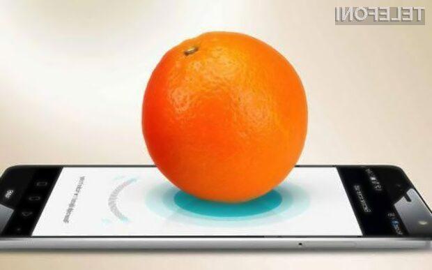 Huawei Mate S stehta pomarančo in posluša s tremi mikrofoni!