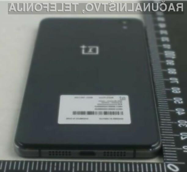 Pametni mobilni telefon OnePlus E1005 naj bi bil dostopen širšemu krogu uporabnikov storitev mobilne telefonije!