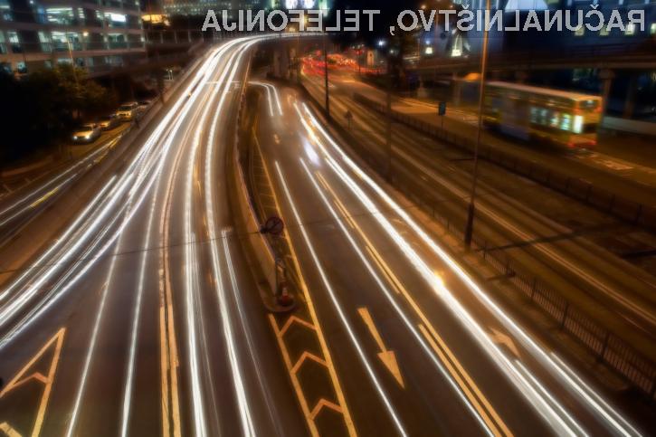 Namenski vozni pasovi za samovozeča vozila naj bi pospešili njihovo integracijo med običajnimi vozniki.