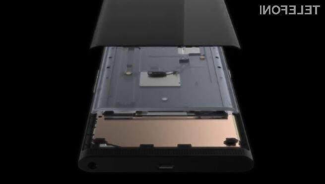 BlackBerry PRIV je izdelan iz vrhunskih materialov in vsi sestavni deli so odlično zaščiteni pred poškodbami.